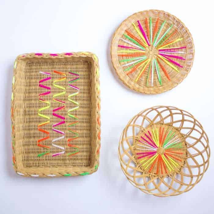 Wicker baskets decorated with yarn