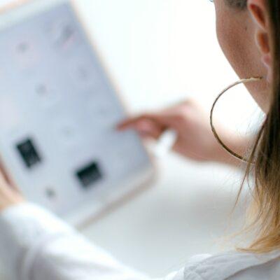 A woman using Ebates Rakuten to shop online
