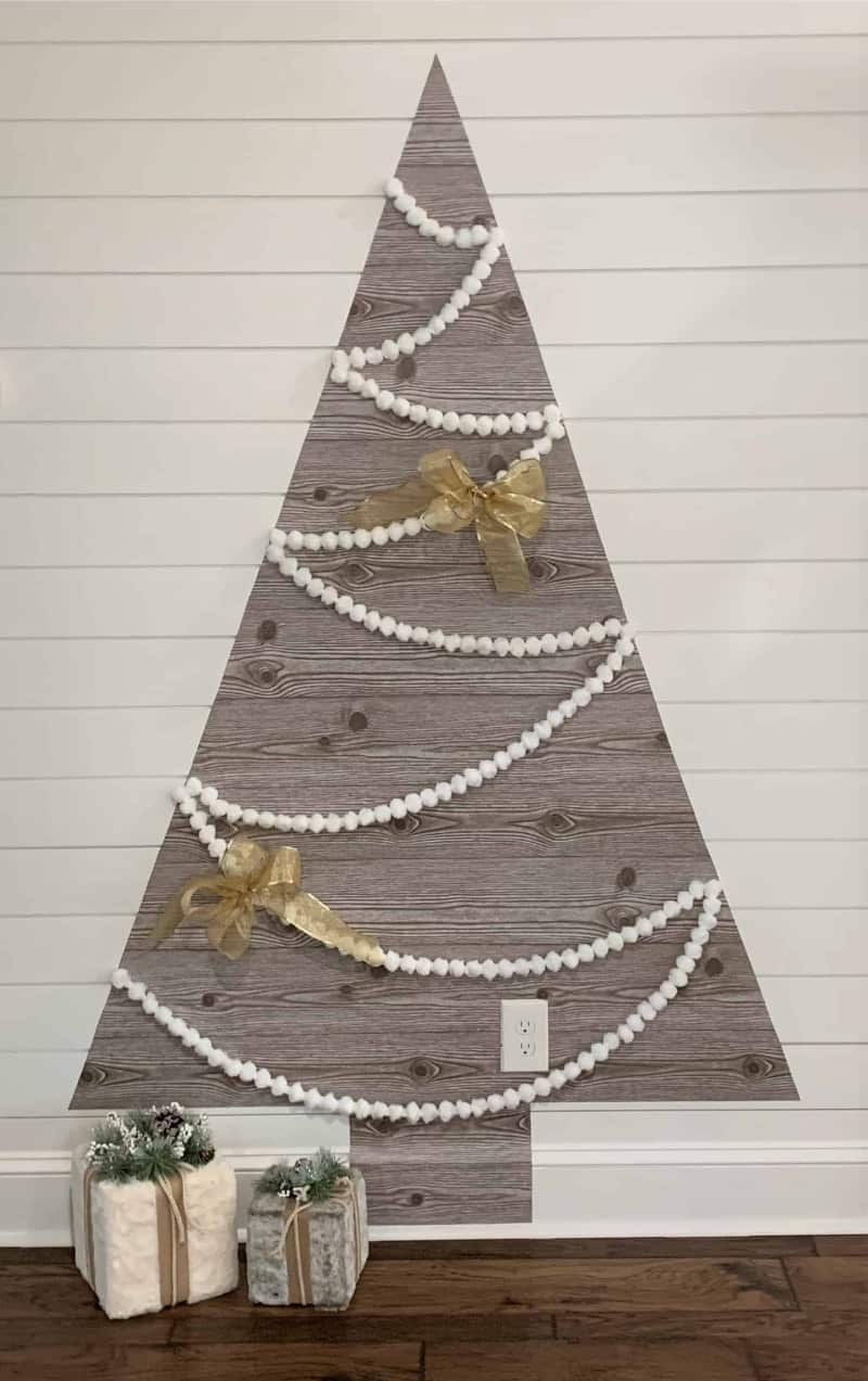 A minimalist wall Christmas tree with garland